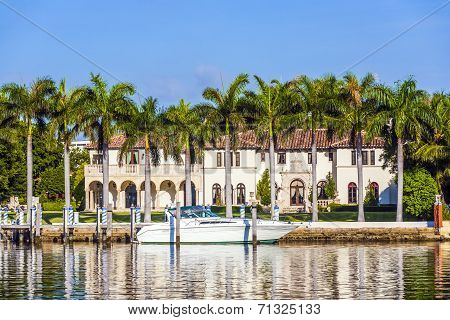 luxury houses at the canal in Miami Beach