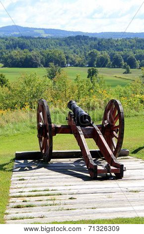 Old Civil War weaponry overlooking Hudson River