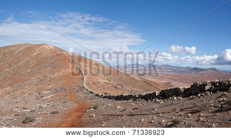 Fuerteventura - Trail on the mountain ridge above Betancuria