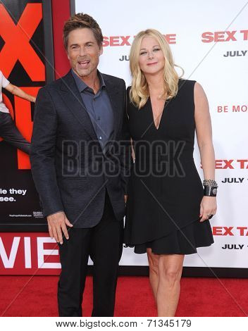 LOS ANGELES - JUL 10:  Rob Lowe & Sheryl Berkoff arrives to the
