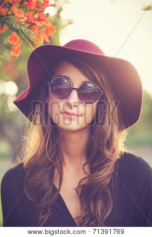Fashion Portrait of Beautiful Stylish Young Woman in Hat and Sunglasses