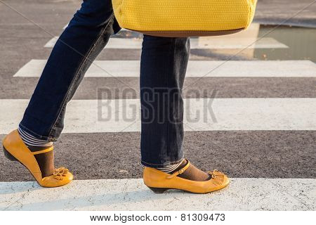 Woman with yellow purse and yellow shoes