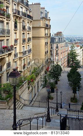 The Beautiful Buildings & Apartments Of Monmatre, Paris France.