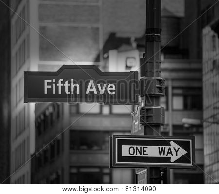 Fifth avenue sign 5 th Av New York Manhattan USA black & white