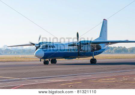 Turboprop airliner for small and medium lines