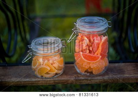 Fruit jelly slices in jars