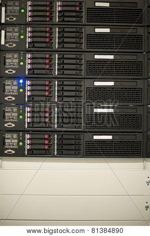 ServerNetwork Hub in Data Center