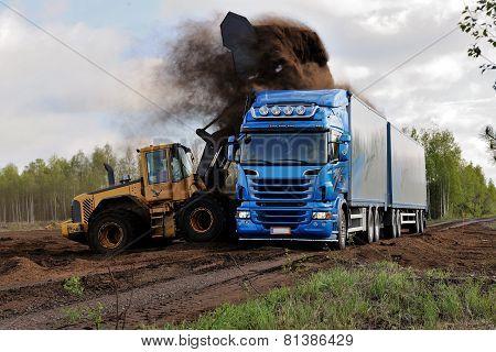 wheel loader loads a truck