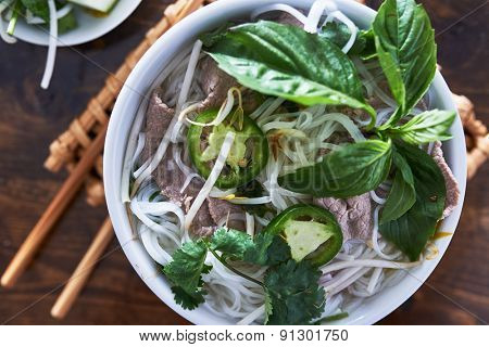 overhead photo of vietnamese pho