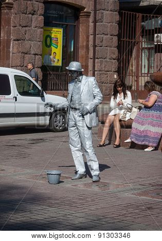 Ukraine, Kiev - May 27,2013: An Unidentified Busking Mime Performs On Khreshchatyk Street In Kiev