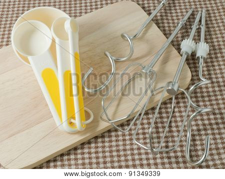 Four Plastic Measuring Spoons And Metal Whisking