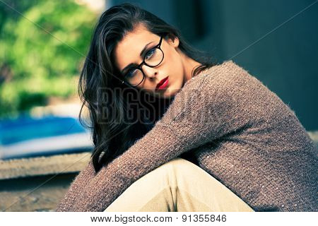 young urban fashion woman wearing eyeglasses outdoor shot in the city