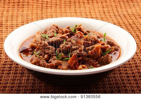 Meat curry dish