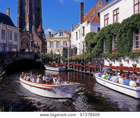 Pleasure boats, Bruges.