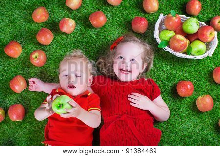 Little Childrenl Eating Apples