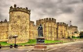 image of snow queen  - Statue of Queen Victoria in front of Windsor Castle  - JPG
