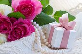 pic of mother-of-pearl  - fresh pink  roses with lace - JPG