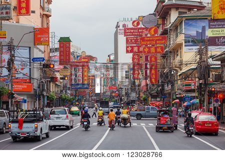 CHINATOWN BANGKOK THAILAND -20 NOVEMBER 2015: Cars and shops on Yaowarat road the main street of China town.