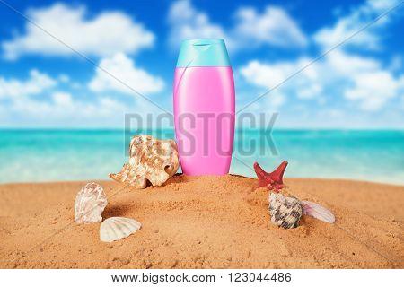sun protective cream on the beach .