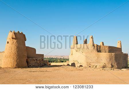 Domat Al-Jadal, Al Jauf province, the Qasr Marid fortress (Nabatean origin) and the Mosque of Oman.
