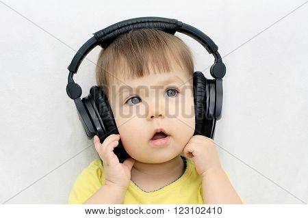 Little girl listening music and singing song