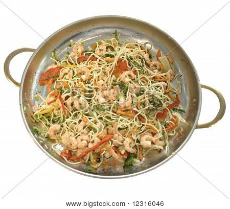 Macaroni with shrimps and vegetables