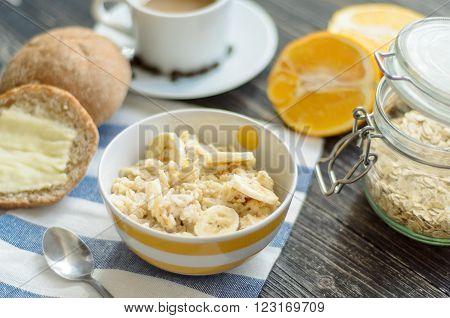 Breakfast with oatmeal / Healthy breakfast / Oatmeal with banana