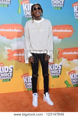 LOS ANGELES - MAR 12:  Wiz Khalifa arrives to the Nickeloden's Kid's Choice Awards 2016  on March 12, 2016 in Hollywood, CA.