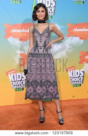 LOS ANGELES - MAR 12:  Zendaya Coleman arrives to the Nickeloden's Kid's Choice Awards 2016  on March 12, 2016 in Hollywood, CA.