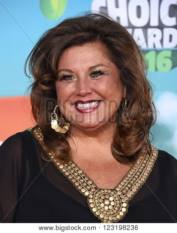 LOS ANGELES - MAR 12:  Abby Lee Miller arrives to the Nickeloden's Kid's Choice Awards 2016  on March 12, 2016 in Hollywood, CA.