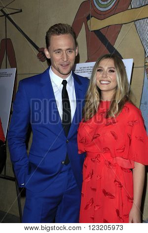 LOS ANGELES - MAR 22: Tom Hiddleston, Eliz abeth Olsen at the Premiere of 'I Saw The Light' at the Egyptian Theatre on March 22, 2016 in Los Angeles, California