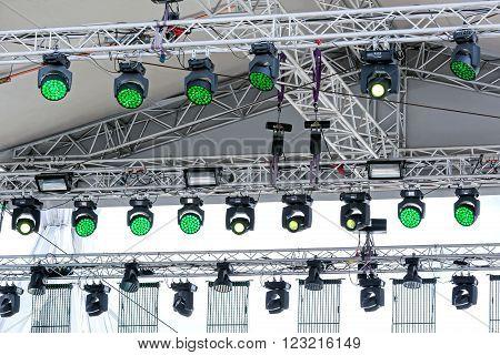 lighting equipment under roof of outdoor concert stage