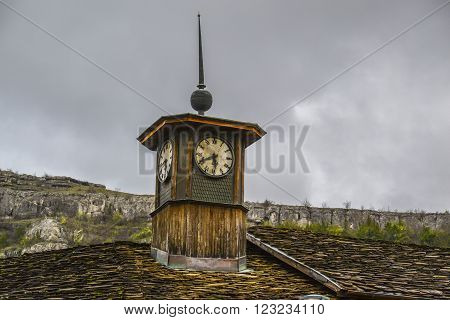 old clock tower forgotten by the new generation of technology