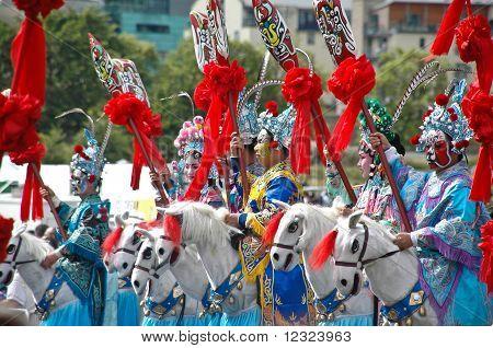 Artistas chinos en el desfile del Festival de Edimburgo