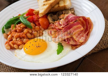 English Breakfast - Fried Egg, Beans, Tomatoes, Mushrooms, Bacon And Toast