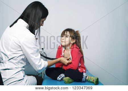a Young woman doctor cardiologist makes a survey