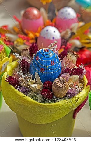 Small multi colored arrangement to decorate the house for Easter.
