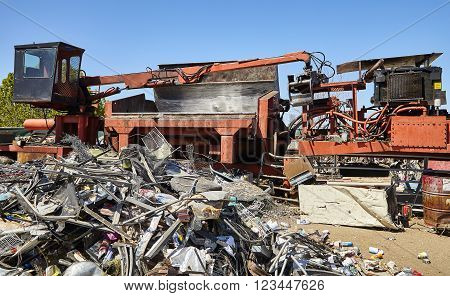 Metal trash and waste recycling machine industrial scrap metal ** Note: Visible grain at 100%, best at smaller sizes