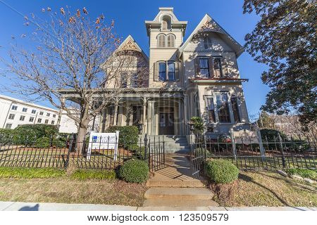 Jackson, Ms/usa - Circa February 2016: Old Colonial House On Congress Avenue In Jackson,  Mississipp