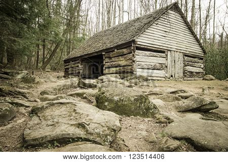 Pioneer Homestead. Historical wooden barn on display in the Great Smoky Mountains National Park on the Roaring Fork Motor Nature Trail. Gatlinburg, Tennessee.
