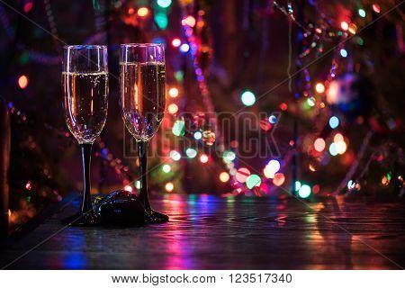two shampagne glasses