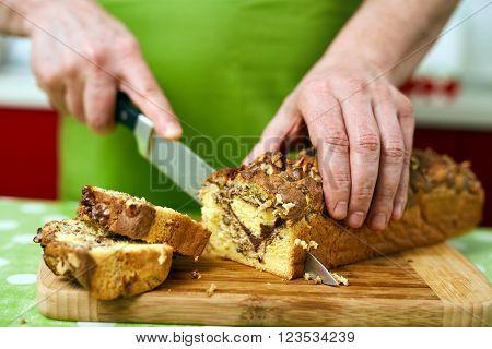 Cook Slicing Bun