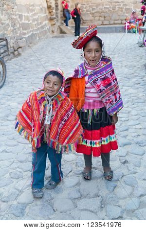 Ollantaytambo, Peru - Circa June 2015: Children In Traditional Peruvian Clothes In Ollantaytambo,  P