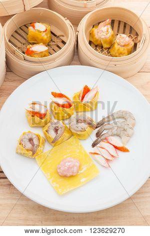 Dim sum shrimp dumpling on white plate.