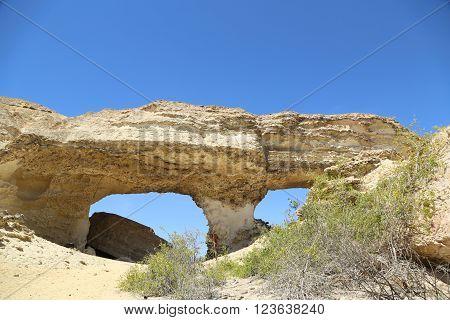 Aro, falegias moladas pela acção dos elementos, no deserto do Namibe, Angola