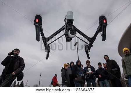 People Watch The Flight Of Dji Inspire 1 Drone Uav