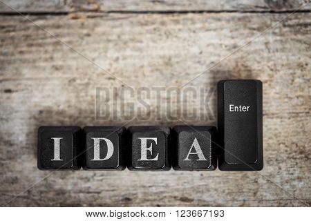 keys on a wooden table with the word idea conceptual