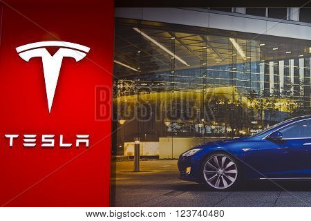 Indianapolis - Circa March 2016: Tesla Motors Store in Indianapolis Selling Electric Cars III