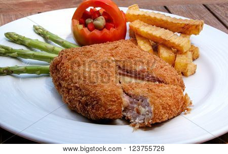 Cordon Bleu with asparagus and French Fries