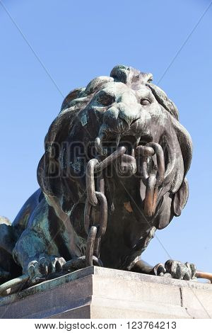 Outdoor Bronze Statue Of Lion Breaking Chain